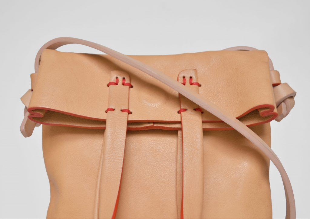 Leather bag natural color with red thread